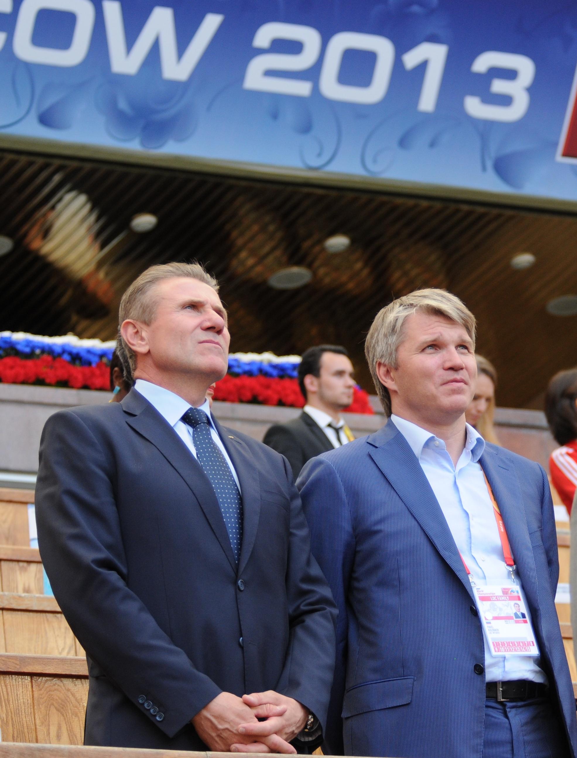 Sergueï Bubka, candidat à la présidence du CIO en compagnie de Pavel Anatolievitch Kolobkov escrimeur russe médaillé d'or au J.O de Sydney en 2000
