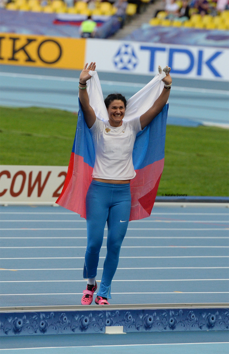 Tatyana Lysenko, gagne le marteau avec un jet à 78,80m devant un public conquis. le deuxième plus long lancer de l'histoire de la discipline.
