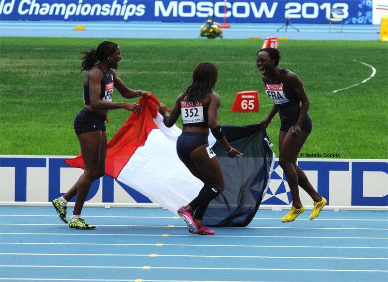 le relais 4x100 m féminin à l'arrivée